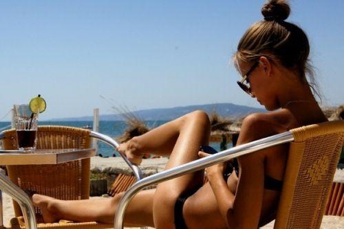 shades of the bain de soleil girl...