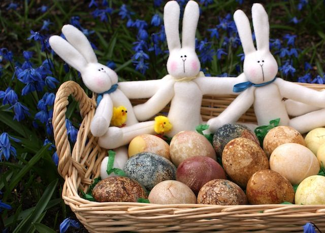 """Naturally-Dyed Easter Eggs - some of these look like they """"natuarally ..."""
