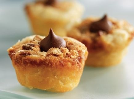 Pecan mini kisses cups | Recipes: pies & tarts | Pinterest