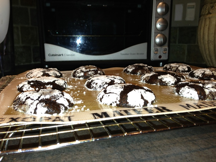 Dark Chocolate crackle cookies!!! So good(: www.divine-baking.con/2011 ...