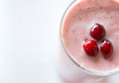 Cranberry Smoothie (use frozen banana instead of cashews & stevia)