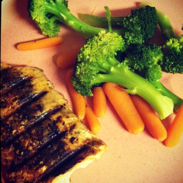 ... sesame-soy lemon pepper salmon and steamed broccoli and carrot sticks