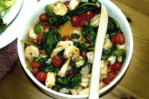 Sautéed shrimp with spinach and cherry tomatoes recipe