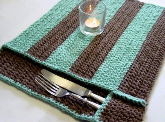 Crochet Patterns Placemats : Striped Pocket Placemat (set of four)