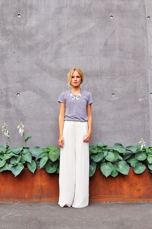 wide leg pants with a simple tshirt