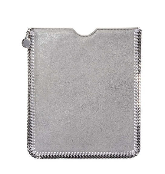 Stella McCartney Falabella iPad http://www.vogue.fr/mode/shopping/diaporama/cadeaux-de-noel-argent/11005/image/653693#stella-mccartney-falabella-ipad