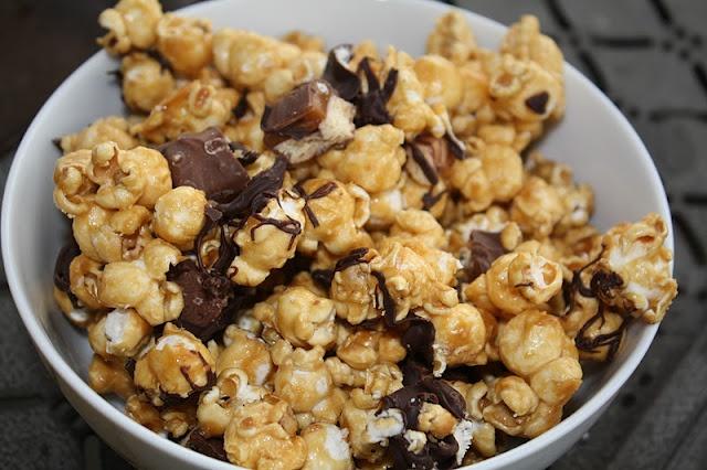 twix caramel popcorn | Jourdan Leigh | Pinterest