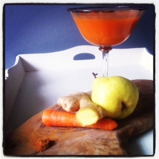 Carrot, pear, ginger and cinnamon smoothie