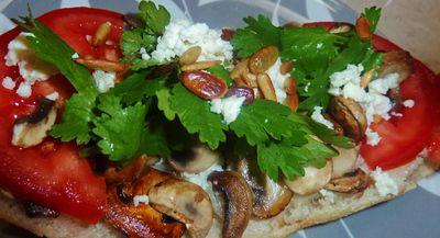 Mushroom & Tomato Flatbread | Vegetarian lunch | Pinterest