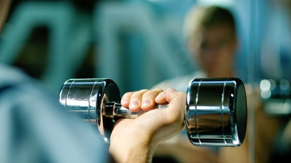 article about lifting lighter weights are just as good as heavy weights moves