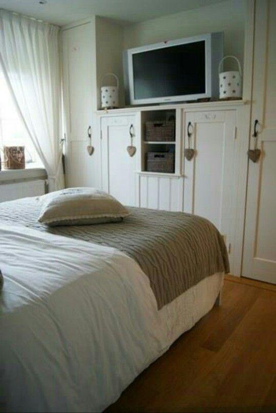 Kast slaapkamer en plek voor tv