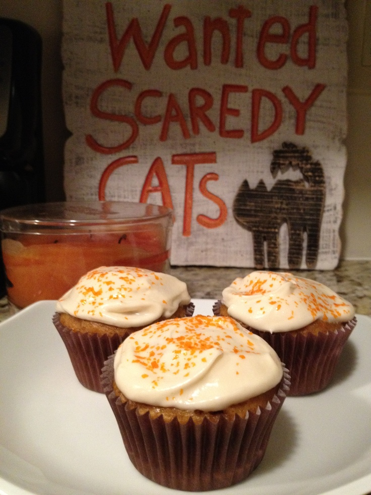 Pumpkin Ale Cupcakes with Maple Cream Cheese Frosting by Suitcases ...