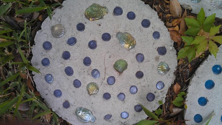 Stepping stones i 39 ve made gardening pinterest for Pinterest garden stones