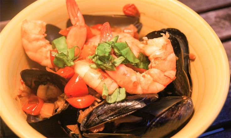 Mussels In Spicy Tomato Sauce Recipe — Dishmaps