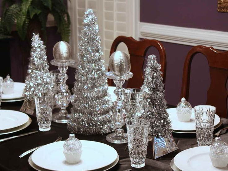 Silver christmas table decor christmas ideas pinterest for Table de noel shabby chic