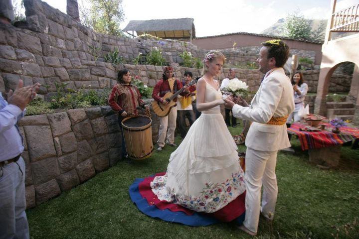 Romantic Couple Has a Traditional Wedding in Every Country They Visit   - Traditional wedding in Urubamba, Cusco, Peru. (Photo by Chiang Chang-Way)