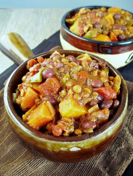 Veggie Black Bean & Lentil Chili with Stout. I love all the veggies in ...