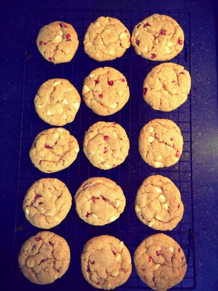 ... !!! Better than Subway White Chocolate Raspberry Cheesecake cookies