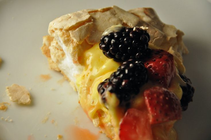 pavlova with lemon curd and berries | Food | Pinterest