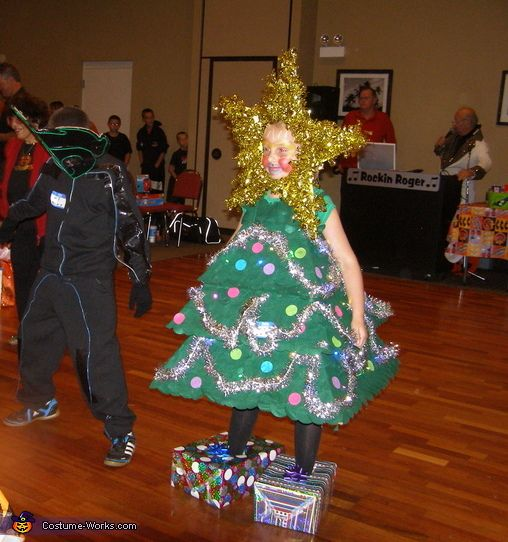 Doesnt love christmas trees christmas tree homemade costumes
