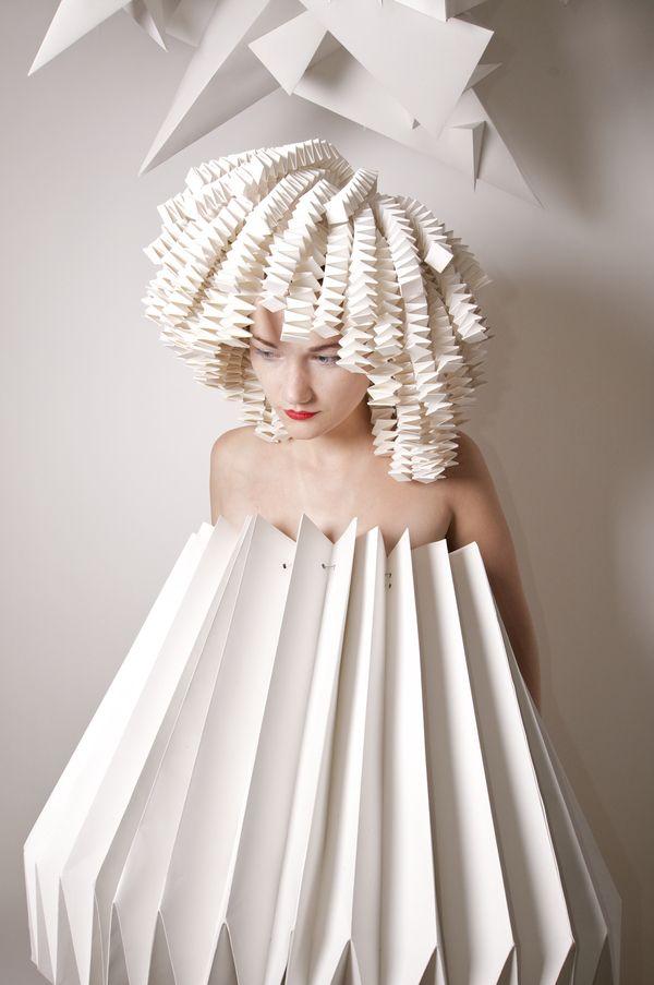 Fashion art poustouflantes robes en papier glose - Robe en origami ...