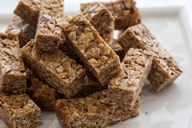 Saving room for dessert: thick and chewy biscoff almond granola bars