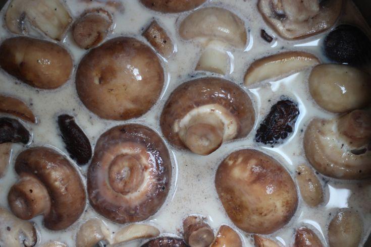 ... mushroom gravy and tarragon gravy recipes dishmaps mixed mushroom and
