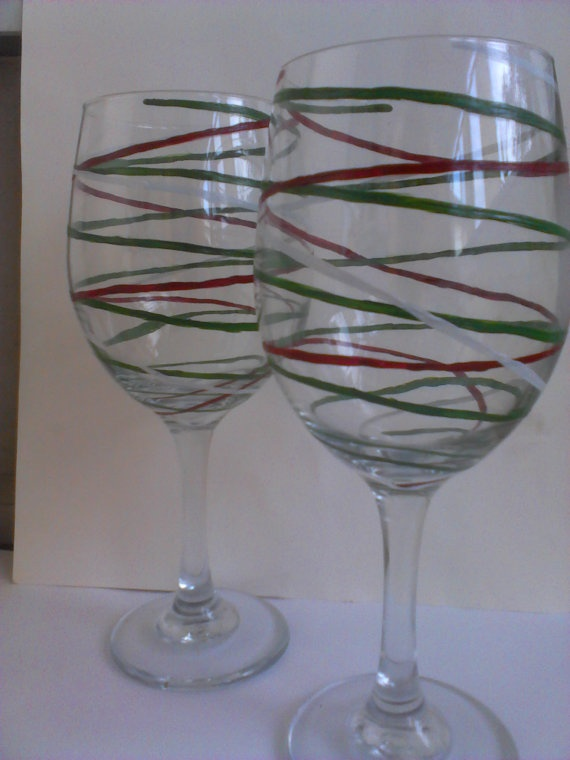 Ribbons hand painted christmas wine glasses for Hand painted wine glass christmas designs