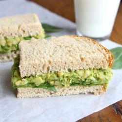 smashed chickpeas and avocado salad sandwich