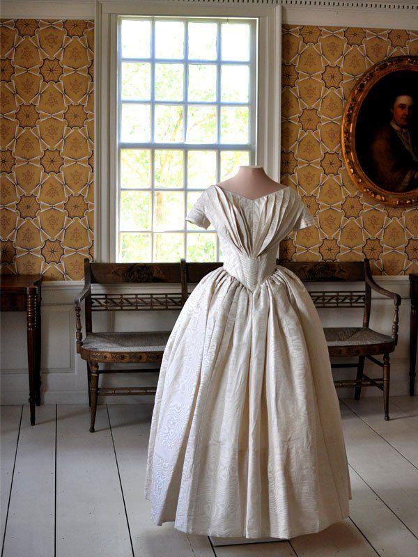 Display of mother 39 s wedding dress home pinterest for Wedding dress display at home