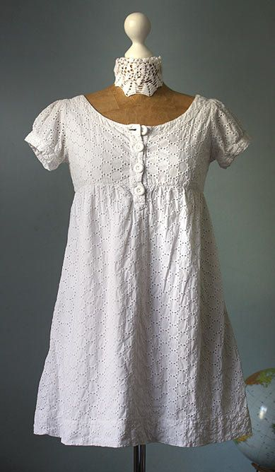 Vintage white baby doll dress embroidered 80s woman tunic