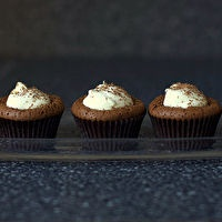 Chocolate Soufflé Cupcakes with White Chocolate Mint Cream by Smitten ...