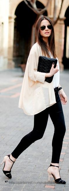 Loose sleeve shirt and black jeans