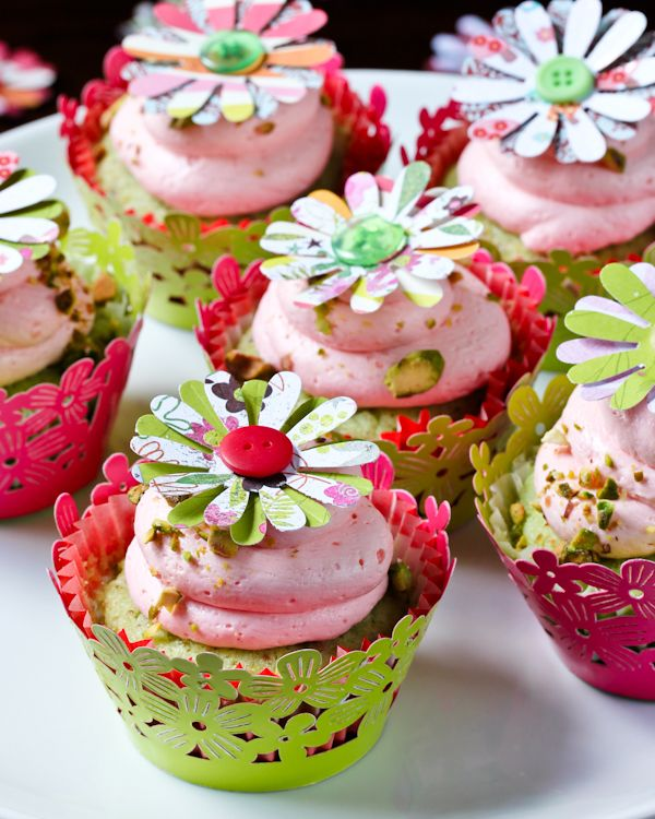 Pistachio Cupcakes with Pink Champagne Frosting from @Sommer {A Spicy ...
