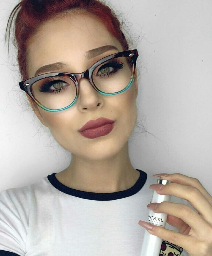 Glasses for putting on eye makeup