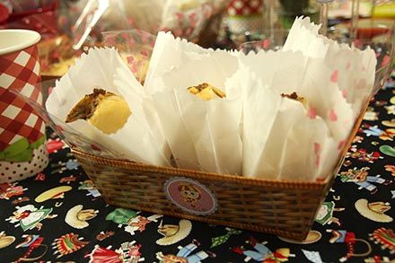 Arraial com Chá de Cozinha - http://www.chocolatesemcalorias.com.br/Arraial-com-Cha-de-Cozinha  #Arraial #Caipira #festajunina #Chadecozinha #DIY #sitiodopicapauamarelo #emilia #party