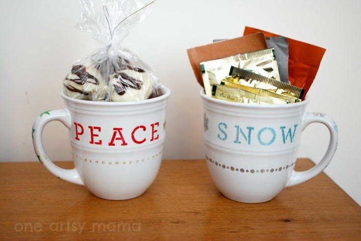 One Artsy Mama: Stenciled #Holiday Mug #MarthaStewart