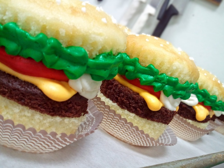 hamburger cupcakes! All these awesome cupcakes for my besty's kitchen ...