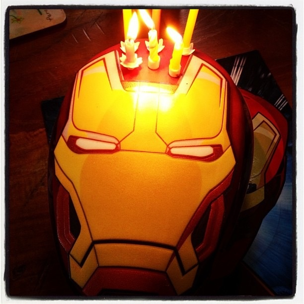 Images Of Iron Man Birthday Cakes : My friends Iron Man birthday cake boys birthday ideas ...