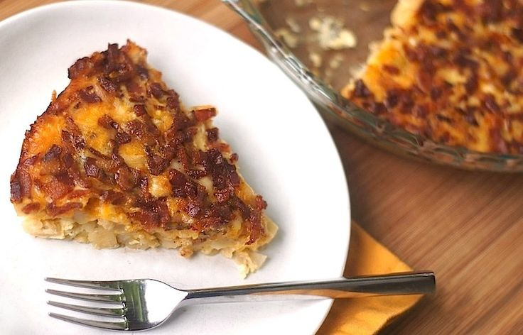 Easy potato, bacon + egg breakfast casserole! The entire thing is ...