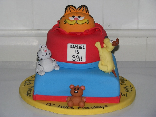 Garfield Cake and Fondant Figures | AMAZING Cakes.... | Pinterest