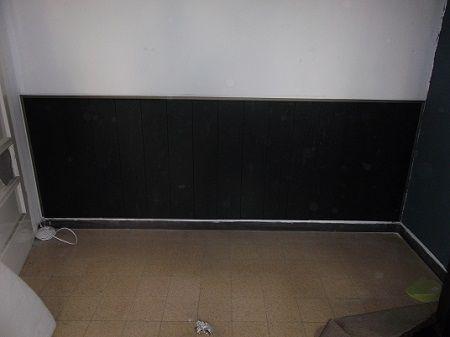 Black laminate flooring on the wall  פרקט לקיר פרקט למינציה שחור כחיפוי קיר תחתון  יורם פרקט טל: 050-9911998 http://www.2all.co.il/web/Sites1/yoram-parquet/
