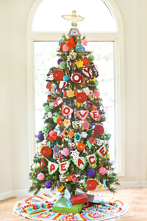 Crochet Decorated Christmas Tree from skiptomylou.org #crochet #crochetchristmastree #michaels #crochetornaments #justaddmichaels