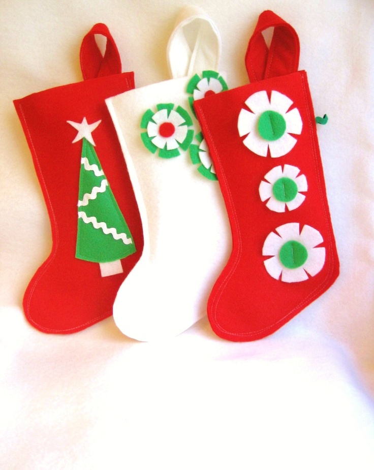 Felt christmas stocking decoration in white green and red for Felt stocking decorations