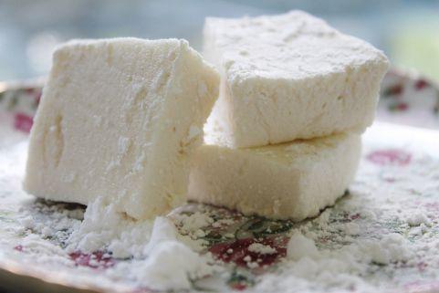 Crap-free homemade marshmallows! Honey, Vanilla, Salt, and Water. That ...