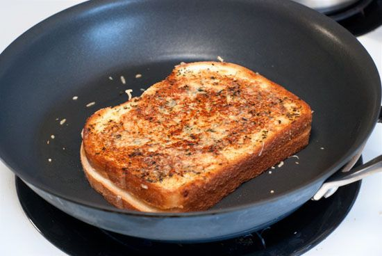 Crispy Garlic Bread Grilled Cheese Sandwiches | http://www ...