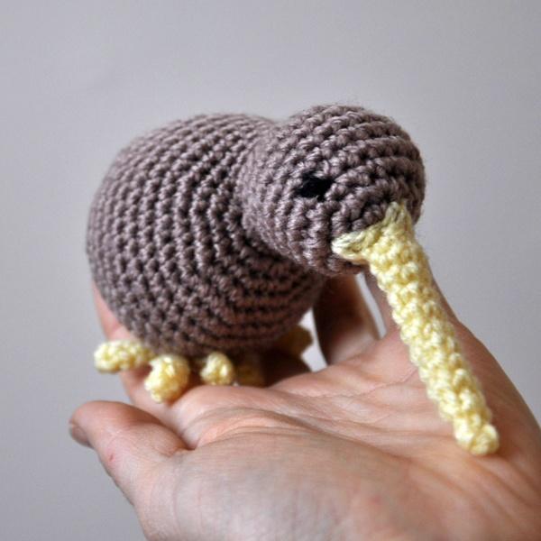 Amigurumi Kiwi Bird Pattern : Kiwi bird - Amigurumi crochet TOYS Pinterest