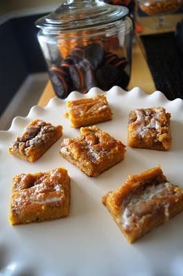 Cinnamon roll pumpkin vanilla sheet cake   jenandali.com   Pinterest