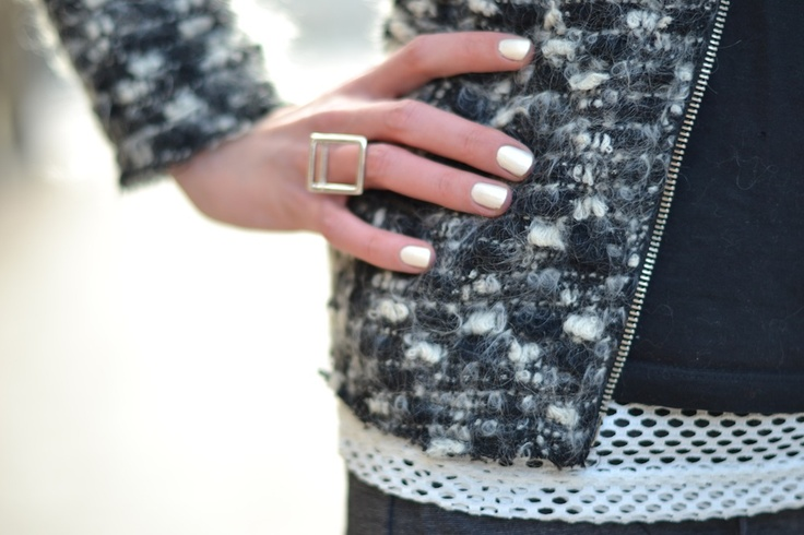 Cube ring / White nails