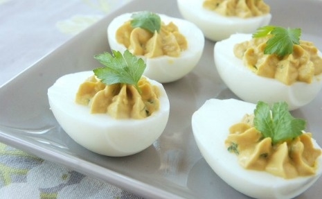 How I love deviled eggs! Get this Bacon Balsamic Deviled Eggs recipe ...